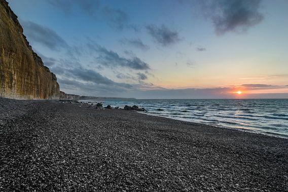 Fantastische zonsondergang aan de Normandische kust