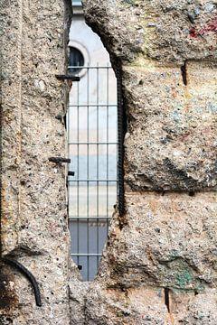 Loch in der Berliner Mauer von Heiko Kueverling