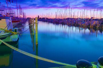 Jachthaven in La Grande Motte na zonsondergang van