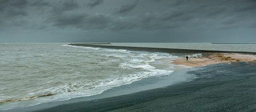 Storm bij de Eemshaven van
