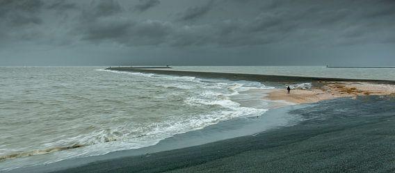 Storm bij de Eemshaven van Koos de Wit