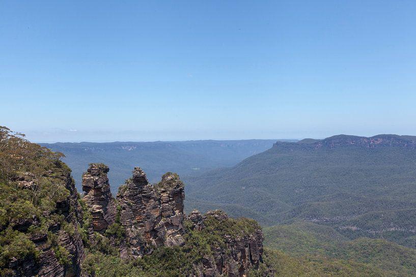 De 'Three Sisters' gezien van 'Echo Point' in de Blue Mountains National Park, NSW, Australia van Tjeerd Kruse