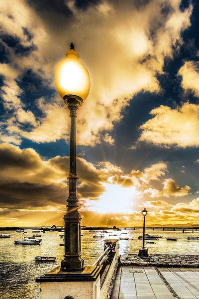 Zonsondergang bij de haven van Arrecife van Harrie Muis
