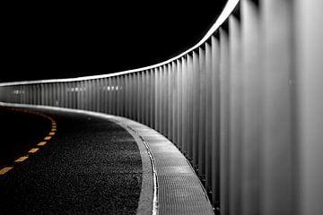 Eindeloos fietspad  in de nacht van Jan Hermsen