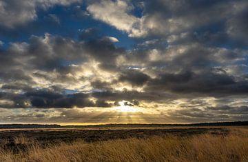 Dramatisch wolkenspel op de Regte Heide van GoirlebyMurat