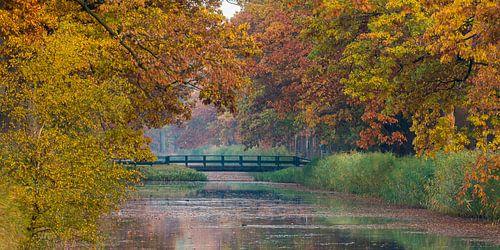 Apeldoorns Kanaal met herfstkleuren