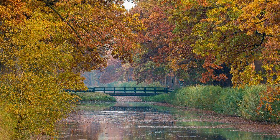Apeldoorns Kanaal met herfstkleuren van Joop Gerretse