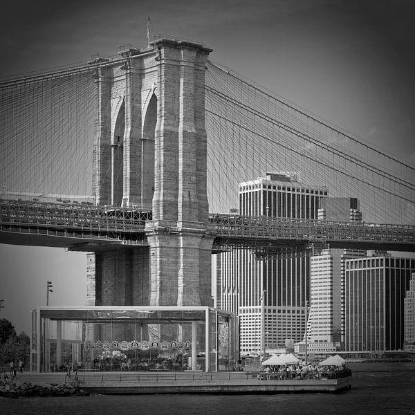 Manhattan   Brooklyn Bridge b/w van Melanie Viola