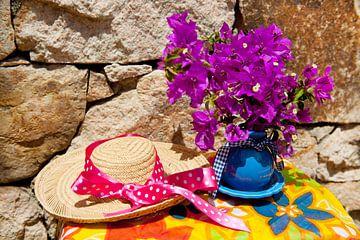 Bouquet Bougainvillée et chapeau de paille sur Ivonne Wierink