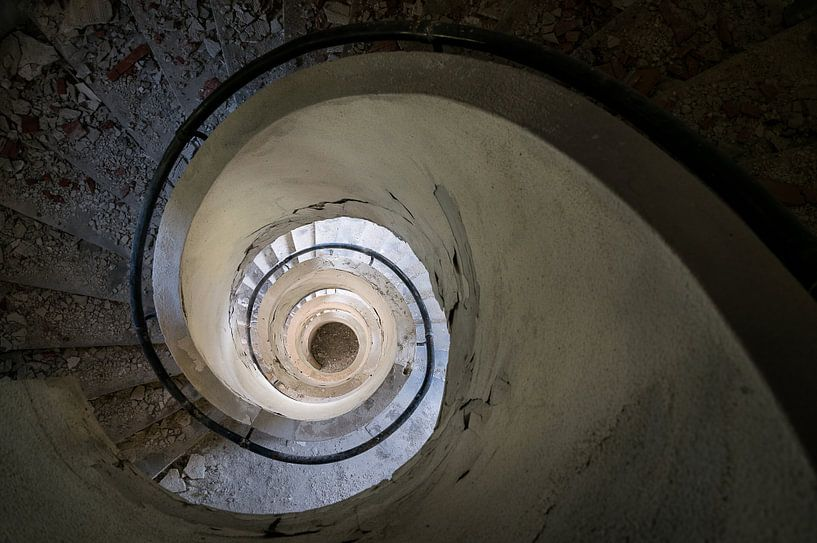 Trap in Verlaten Gebouw. van Roman Robroek