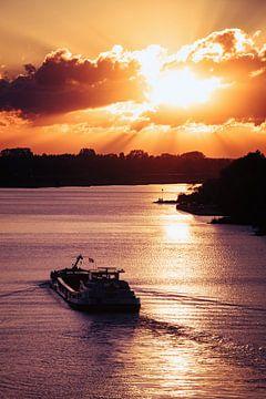 Sonnenuntergang über dem Rhein von Sander Peters Fotografie