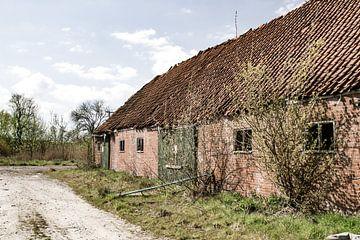Verlassener und baufälliger Bauernhof von Sabina Meerman