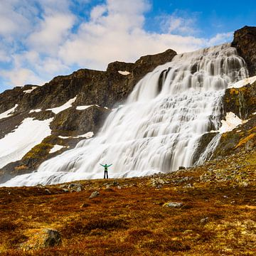 Am riesigen Wasserfall von Denis Feiner