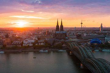 Sonnenuntergang Köln von Sake van Pelt