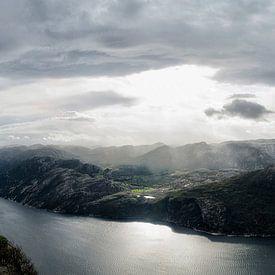 Preikestolen Noorwegen van Marloes van Pareren