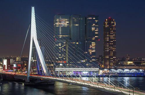 De Erasmusbrug en Wilhelminapier in Rotterdam van