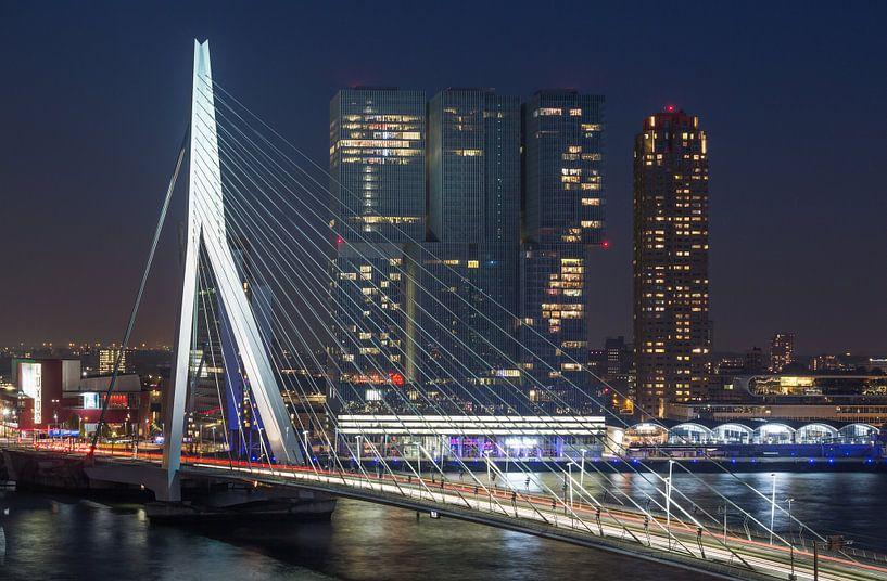 De Erasmusbrug en Wilhelminapier in Rotterdam van MS Fotografie   Marc van der Stelt
