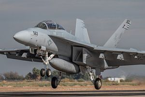 Boeing EA-18G Growler #169210 van VAQ-129 Vikings oefent een touch and go op NAF El Centro