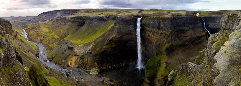 Panorama Háifoss waterval 2 te IJsland van Anton de Zeeuw