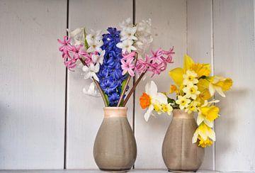 Fris en fleurigheid in een brocante kast van J..M de Jong-Jansen