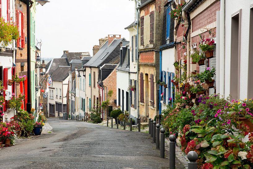 Saint-Valery-sur-Somme, straat richting de baai van Somme van Jan Sportel Photography