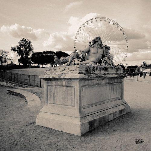 foto van een beeld in een park van Parijs en het reuzenrad van