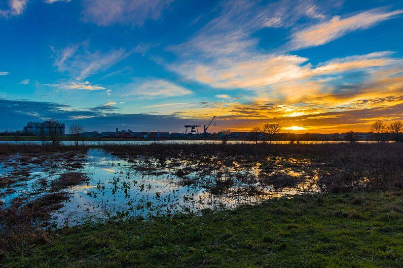 Industrial Sunset van William Mevissen