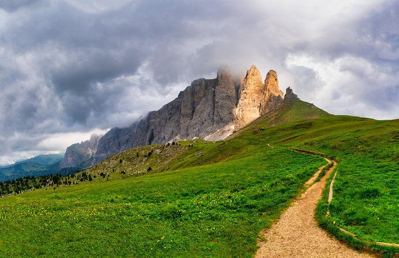 Follow the light - Torri del Sella - Dolomieten - Italië van Teun Ruijters