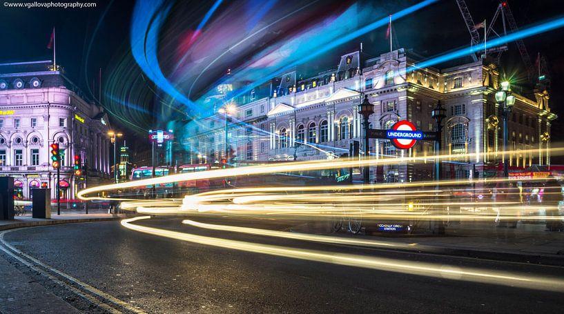 Londen Piccadilly Circus bij avond van Atelier Liesjes