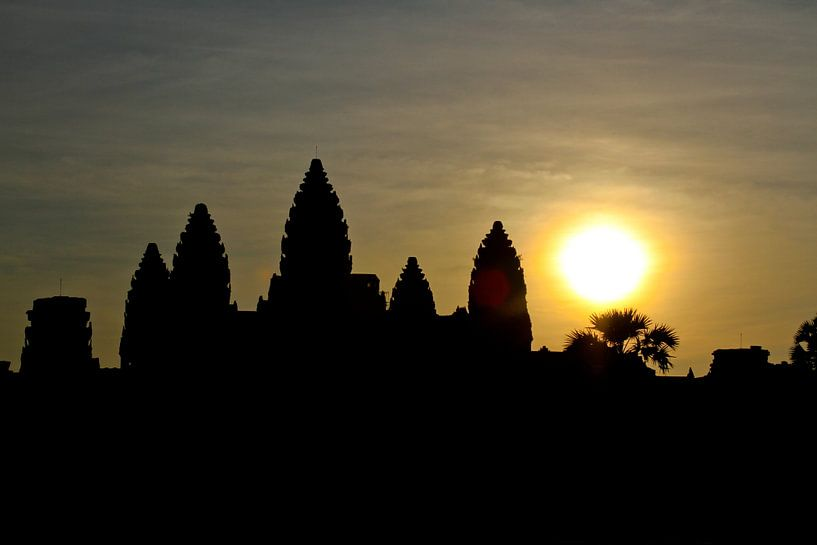 Sunrise over Angkor Wat Temple           van Levent Weber