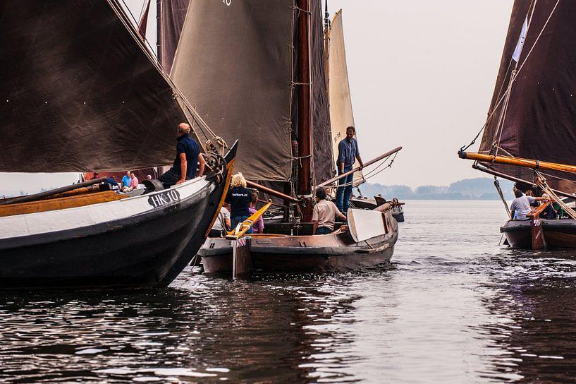 Ships closeby van Brian Morgan