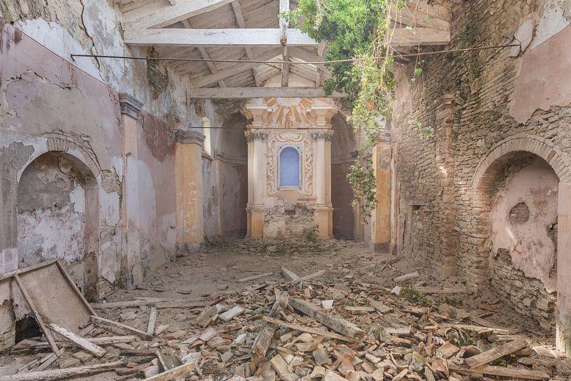 Kerk met Lichtinval van Perry Wiertz