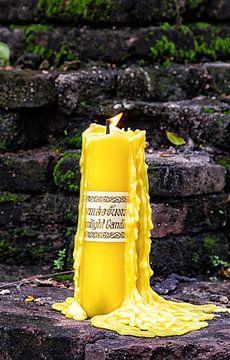 Brandende kaars in Thailand van hugo veldmeijer