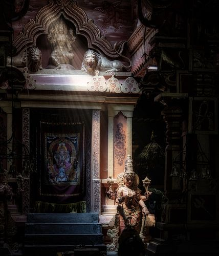 Godin vangt lichtstraal in mysterieuze hindu tempel van