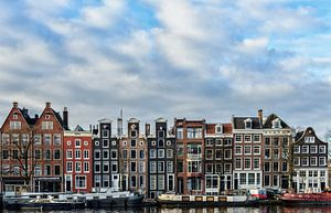 Gevels langs de Amstel in Amsterdam.