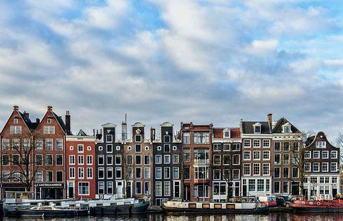 Gevels langs de Amstel in Amsterdam. van Don Fonzarelli