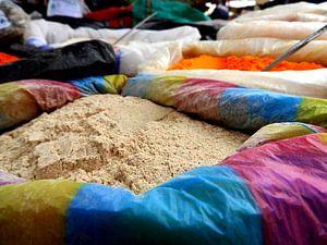 Kruiden op een markt in Otavalo, Ecuador van Laura Balvers