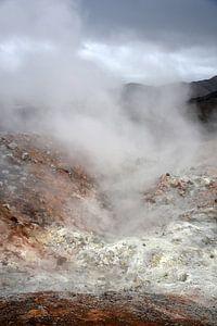 zwavel lava stoom bij Landmannalaugar, Ijsland