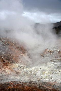zwavel lava stoom bij Landmannalaugar, Ijsland van Jutta Klassen