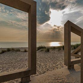 zonsondergang gezien door houten kunstwerk van Compuinfoto .