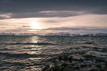 Noorse brug bij zonsopkomst van Eddie Smit