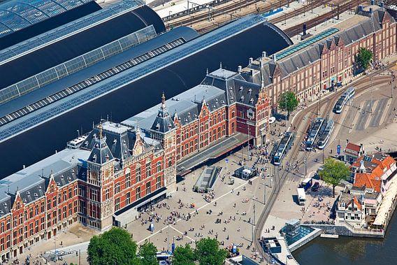 Luchtfoto Centraal Station Amsterdam van Anton de Zeeuw