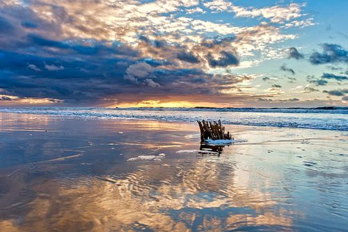 Wolken über der Nordsee mit einem Sonnenuntergang von eric van der eijk