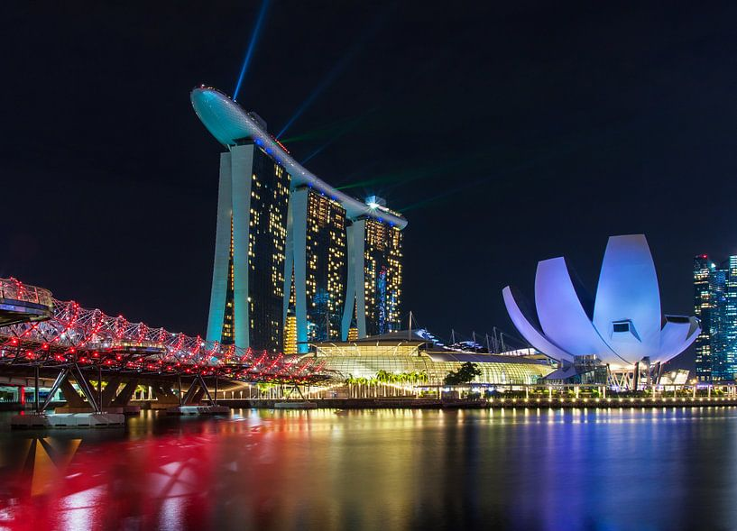 Marina Bay Singapore at night van Ilya Korzelius