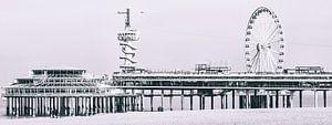 Scheveningse Pier met de Bungy toren en het reuzenrad (panoramafoto) van