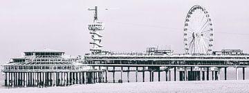 Scheveningse Pier met de Bungy toren en het reuzenrad (panoramafoto)