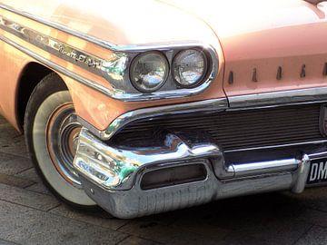 Pink Vintage Oldsmobile  van Nicky`s Prints
