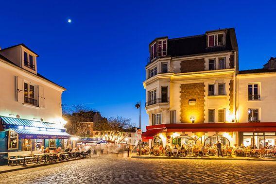 Restaurants near Place du Tertre square on Montmartre hill in Paris van Werner Dieterich