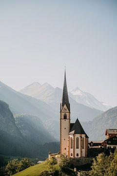 Berg dorpje Heiligenblut aan het einde van de Grossglockner in Oostenrijk (Alpen) van Yvette Baur