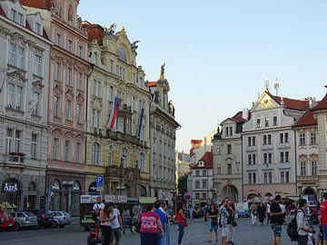 Couleur dans la ville: Place de la Vieille Ville à Prague sur Tineke Laverman